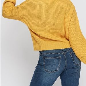 New yellow sweater. Size m, v neck